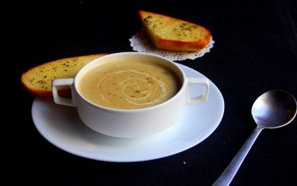 Soup with bread, bowl and spoon 2017-1-31 pixabay